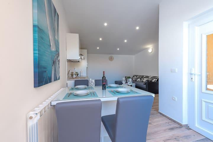 Apartment Dijana No.3, free parking,swimm pool