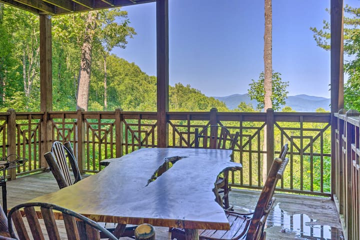 NEW! Burnsville Mtn Condo w/ Private Deck & Views!
