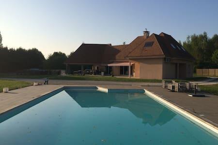 Villa chaleureuse avec piscine - ルマン - 別荘
