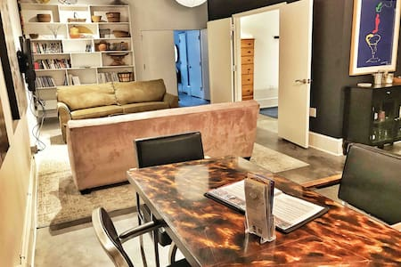 PRIME Downtown Art Apartment / Serene & Walkable