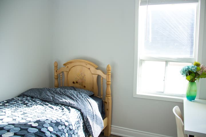Clean & Modern Room in Toronto East