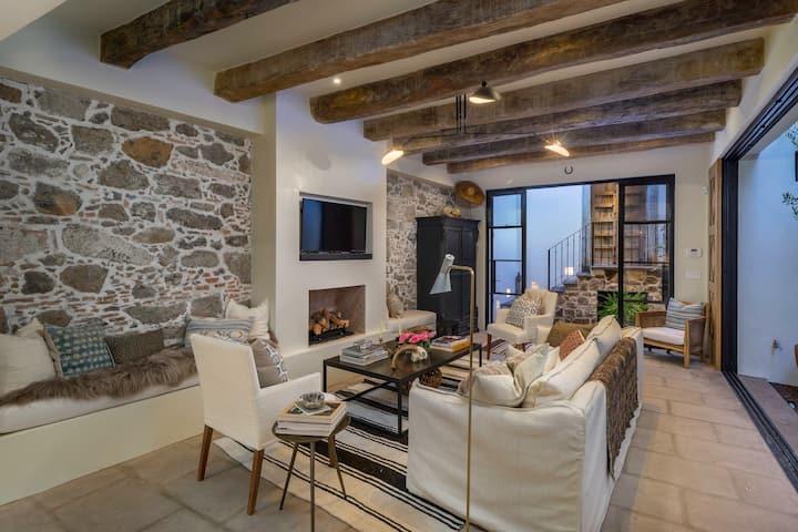 Casa Mila - New! Designer Home 3 Blocks to Center
