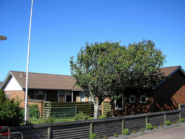 Spacey and cosy house in Hirtshals - Hirtshals - Casa