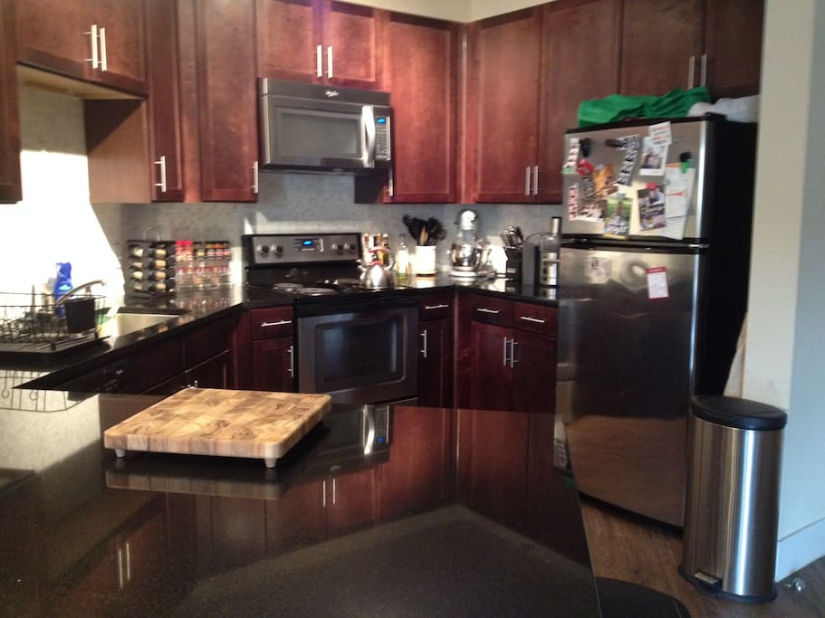 Kitchen area - state of the art appliances - juicer, mixer, blender, stainless steel knives