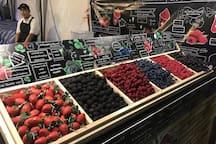 夜市里的新鲜水果