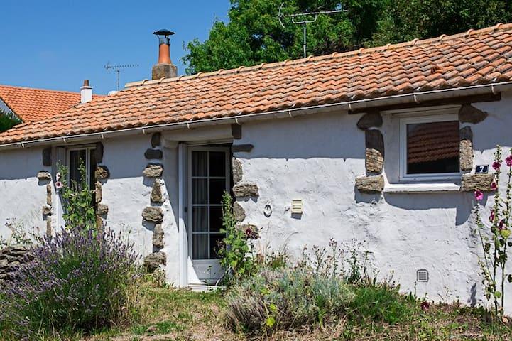 Les Pommiers,une maison de pays charmante.