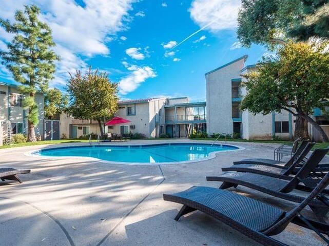 Clean and comfortable private room in gated condo - Los Ángeles - Apto. en complejo residencial