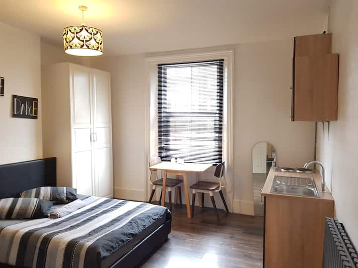 Studio for up to 3 guests in Vibrant Vauxhall