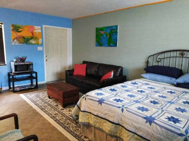 Private apt. 1.5 blocks from ocean @ Cocoa Beach