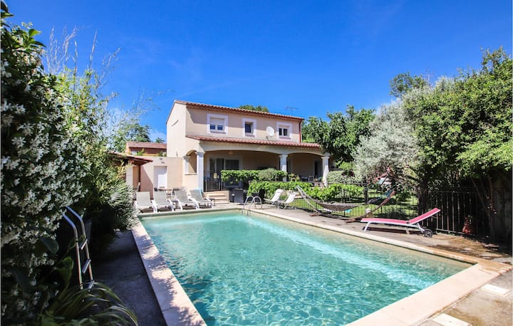 Awesome home in Les Angles with WiFi and 3 Bedrooms