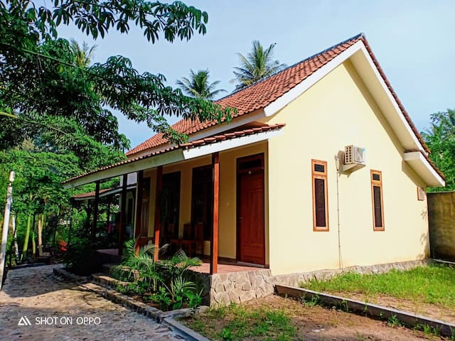 Rumah Mertua Cottage 3 - Red Island Beach Front