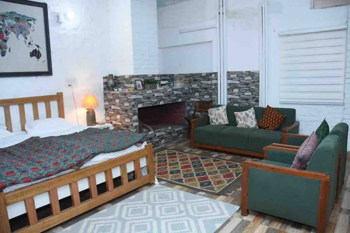 Cocoon - come in to this charming private studio !