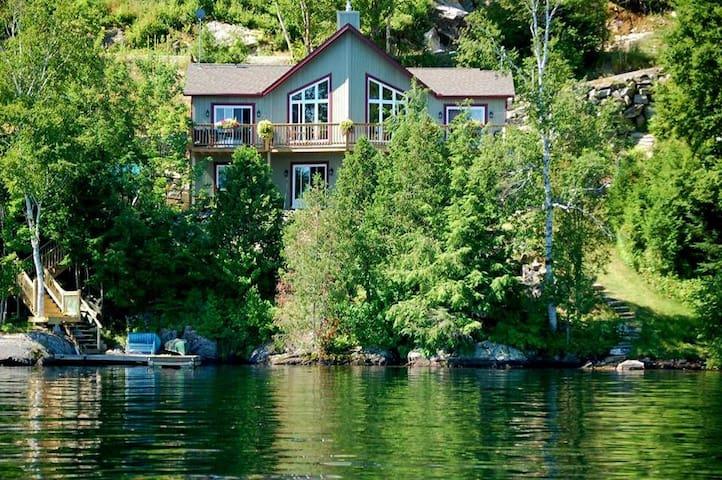 THE LAKE HOUSE- SUMMER RENTAL TREMBLANT REGION, Qc - La Conception - Casa