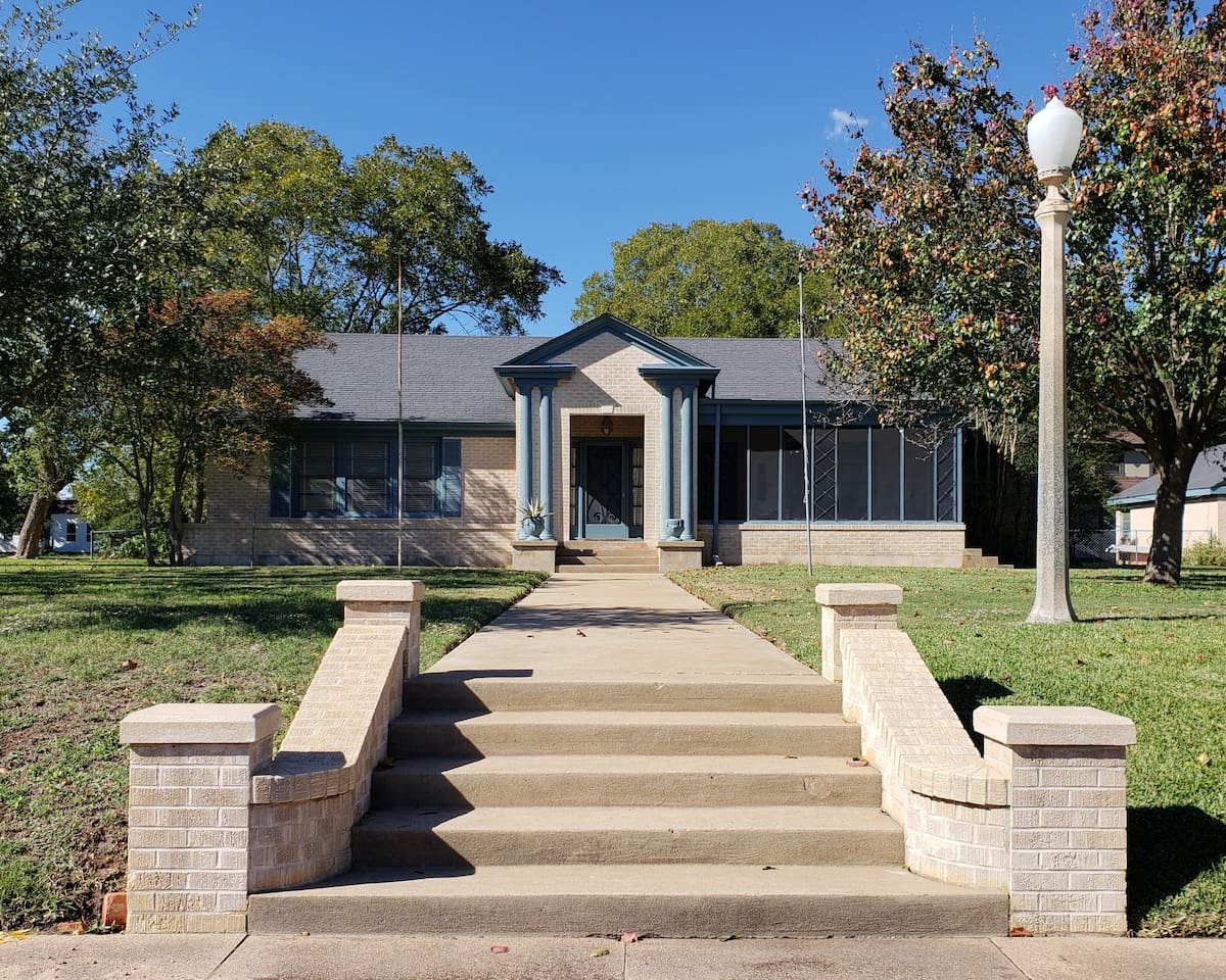Come enjoy beautiful Calvert Texas
