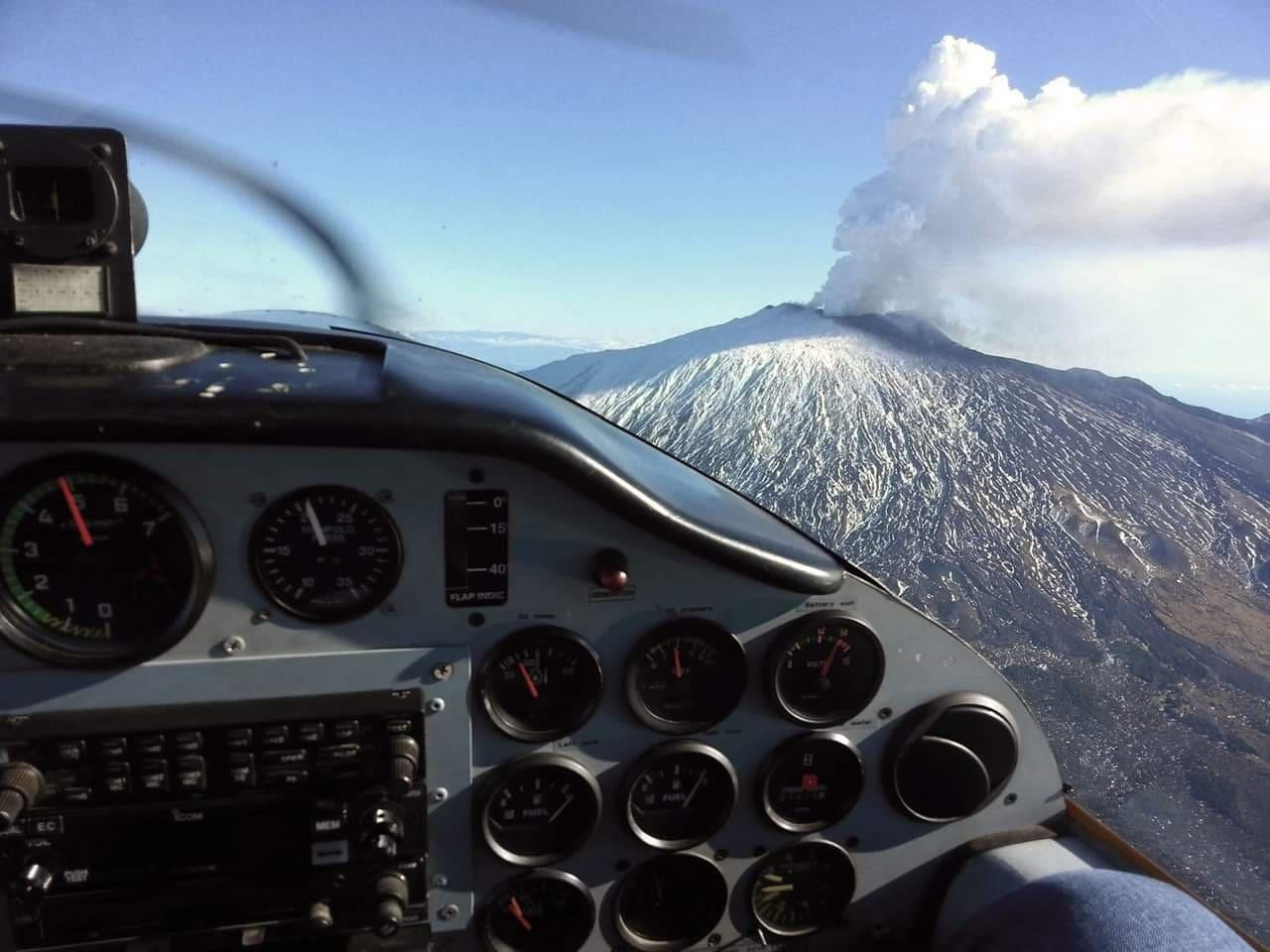 Organizziamo voli con piper sull'Etna e isola.
