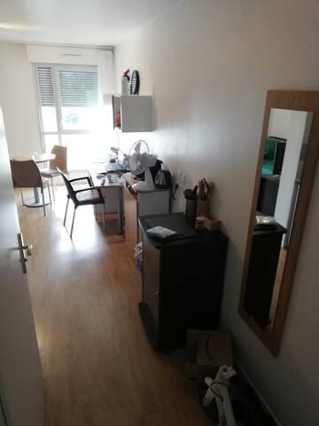 PARIS : Un joli appartement pour deux voyageurs