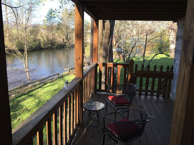 Rustic Escape on the Little River in the Smokies! - Townsend - Bed & Breakfast
