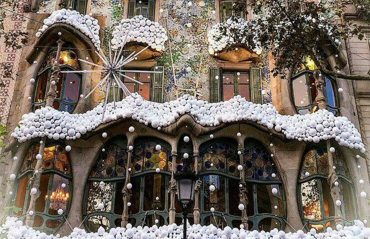 Casa Batlló in Barcelona at Christmas