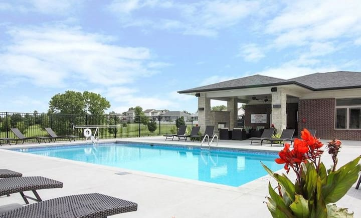 2bdrm in Upscale Lincoln Golf Course Community