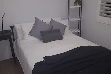 balgowlah unit - NO CLEANING FEE - quiet location
