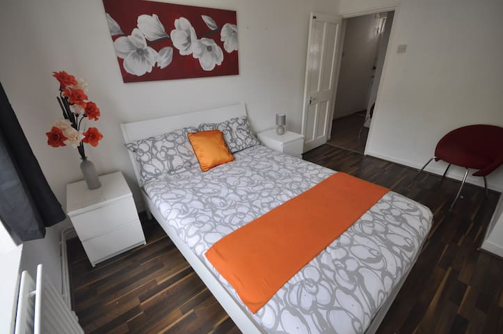 (73SHAD-2)PRIVATE ROOM FOR 2 PEOPLE NEAR RIVERSIDE - 倫敦 - 公寓