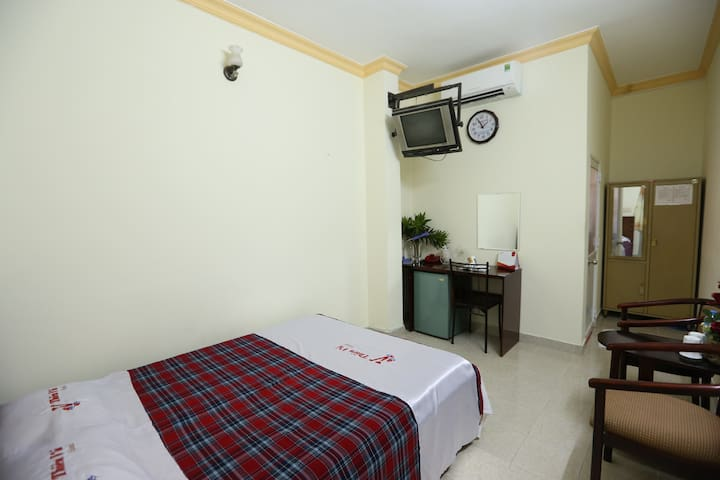 Private Double Room and bathroom @Thien Vu Hotel
