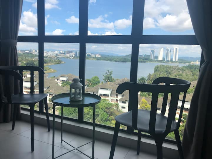 White Orchard Duplex Suites Cyberjaya Lake View