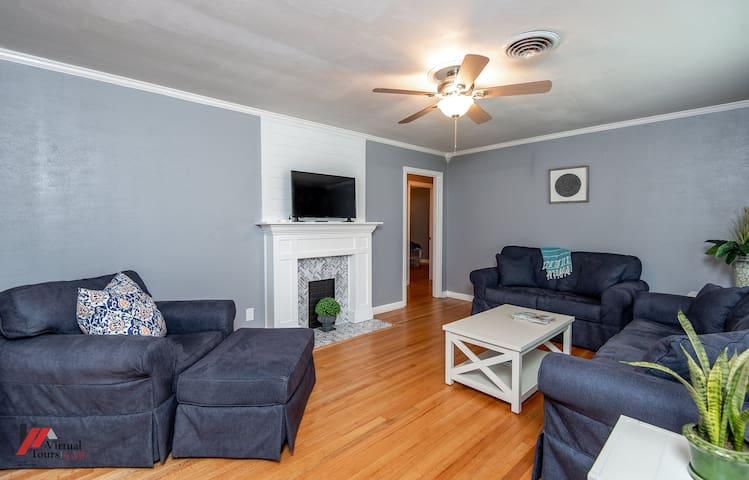 ~Broadmoor Blue House~ Great Shreveport Location 📍