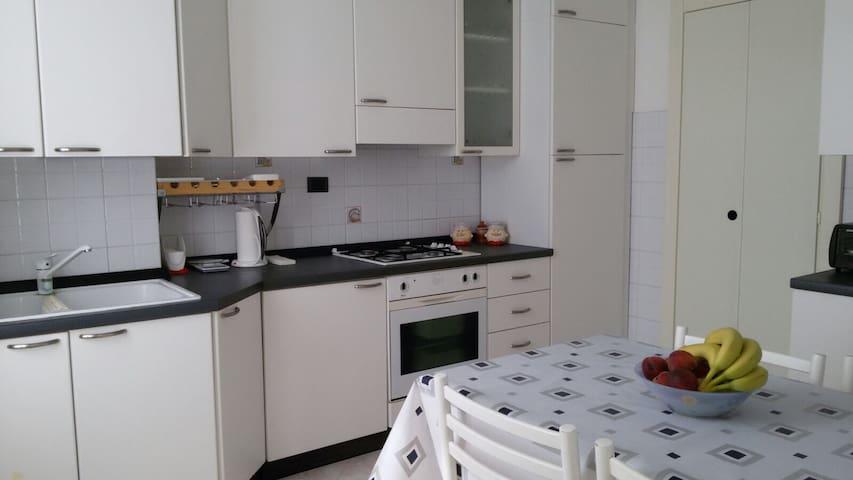 Accogliente e moderno trilocale - Voghera - 公寓