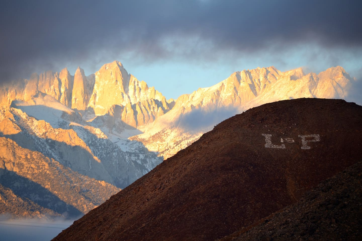 Zoomed view of the Mt Whitney and the Sierra.
