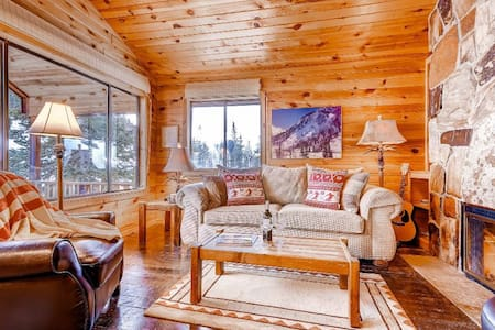 Romantic Alta Cabin just a Short Walk to Skiing with Fireplace and Views - Manley Ski Cabin