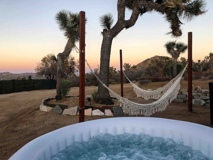 Renovated Trailer+Hot Tub+Hammocks+Heated Bed