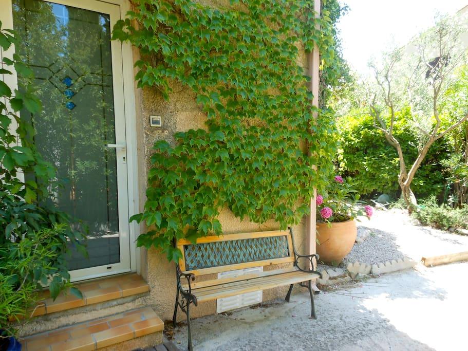 Joli f2 donnant sur un jardin houses for rent in - Jardin d essence montpellier ...