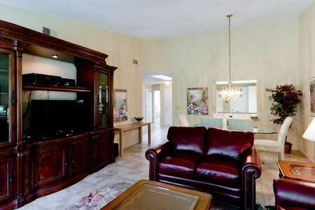 Great Location Best Value in Sarasota FL - サラソータ