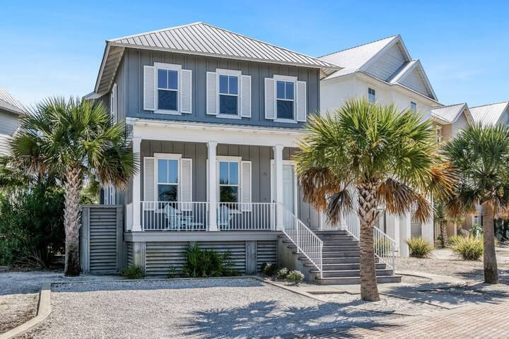 Adorable beach house w/ a furnished patio plus shared pool & beach access