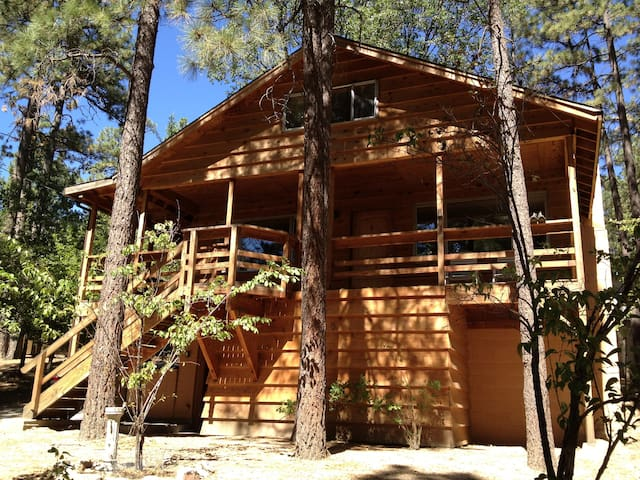 Beautiful Cozy Home in Idyllwild - Idyllwild-Pine Cove - บ้าน