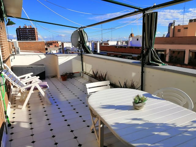 Bedroom ( Center of Madrid) with air conditioning
