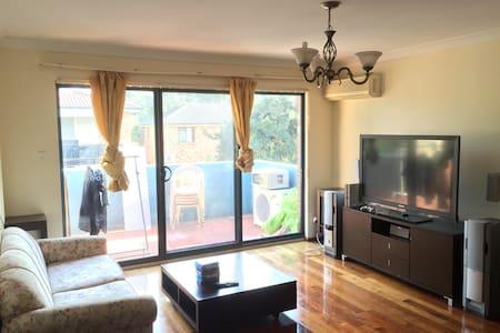 Cozy budget room in Auburn - Auburn - Apartament