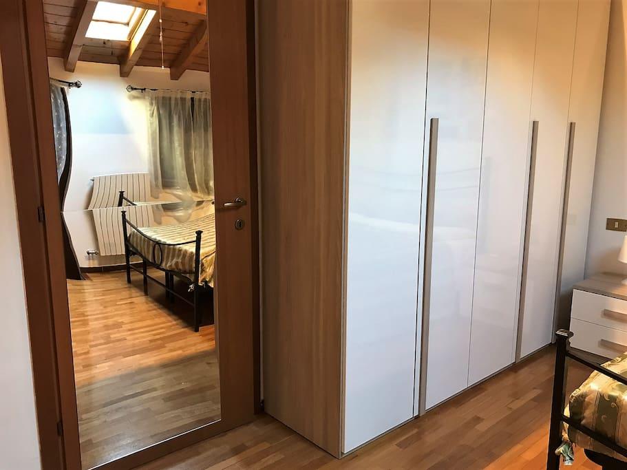 Wide 4-doors wardrobe