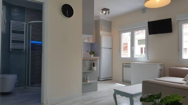 Apartamento moderno recién reformado y  equipado.