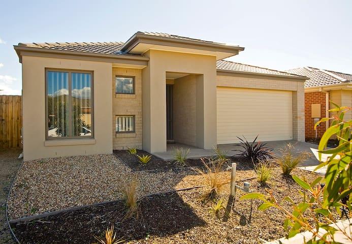 VILLA STONEYFELL 18 MELBOURNE 4bdrm - Point Cook - Villa