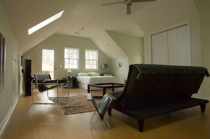 Detached Spacious Loft-Style Suite - Cary - House