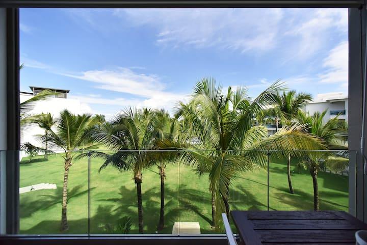 Beautiful spacious beachfront one bedroom condo
