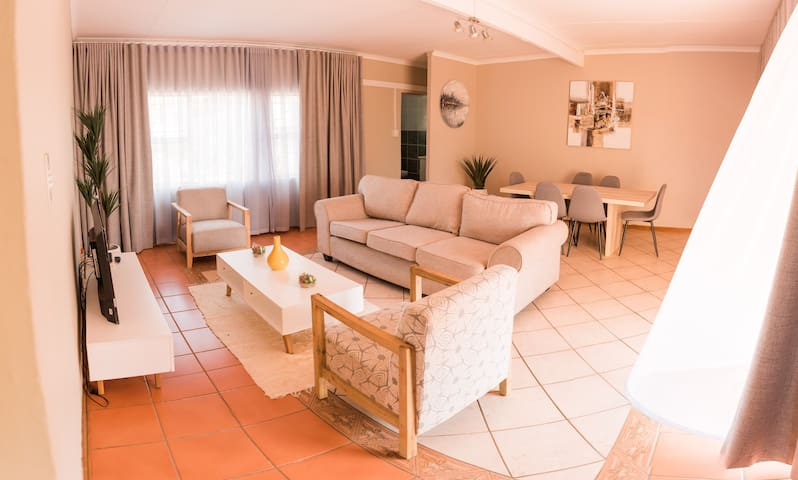 Cosy Menlyn Maine Appartment with Balcony View
