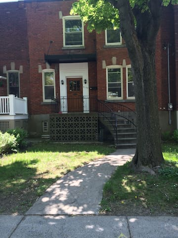 Spacious and quiet home in trendy NDG - Montréal - Bed & Breakfast