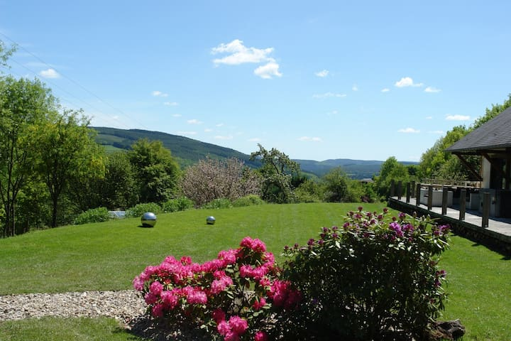 Artistic B&B with a view and lots of privacy! - Stoumont - Bed & Breakfast