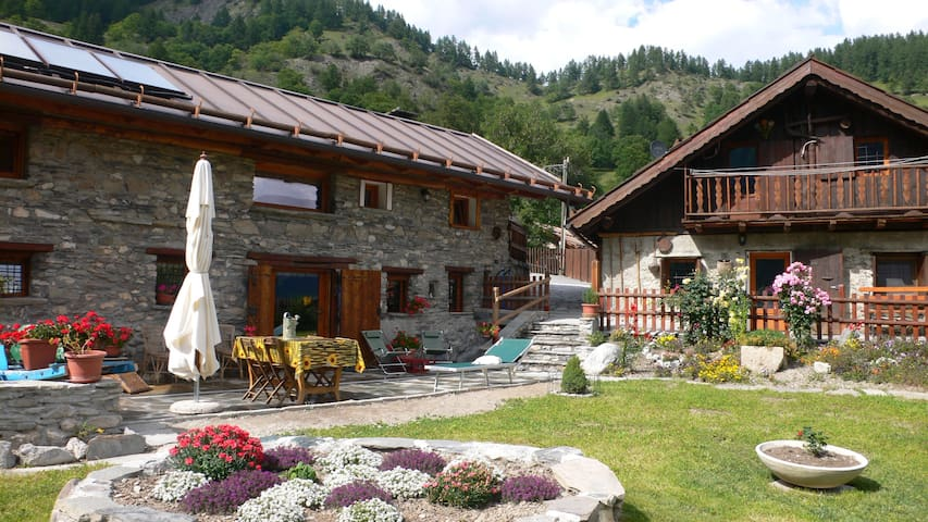 Your true alpine Chalet experience - Cesana Torinese - Bed & Breakfast