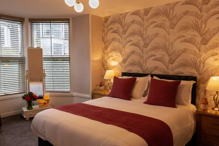 Kingsize bed - master bedroom
