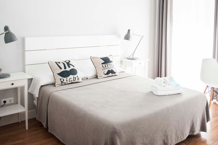Smile & Co Hostal Alicante: Double room 3rd floor