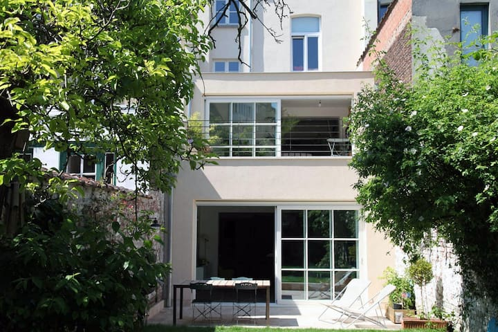 Beautiful 4BR house with garden - Woluwe-Saint-Pierre - House